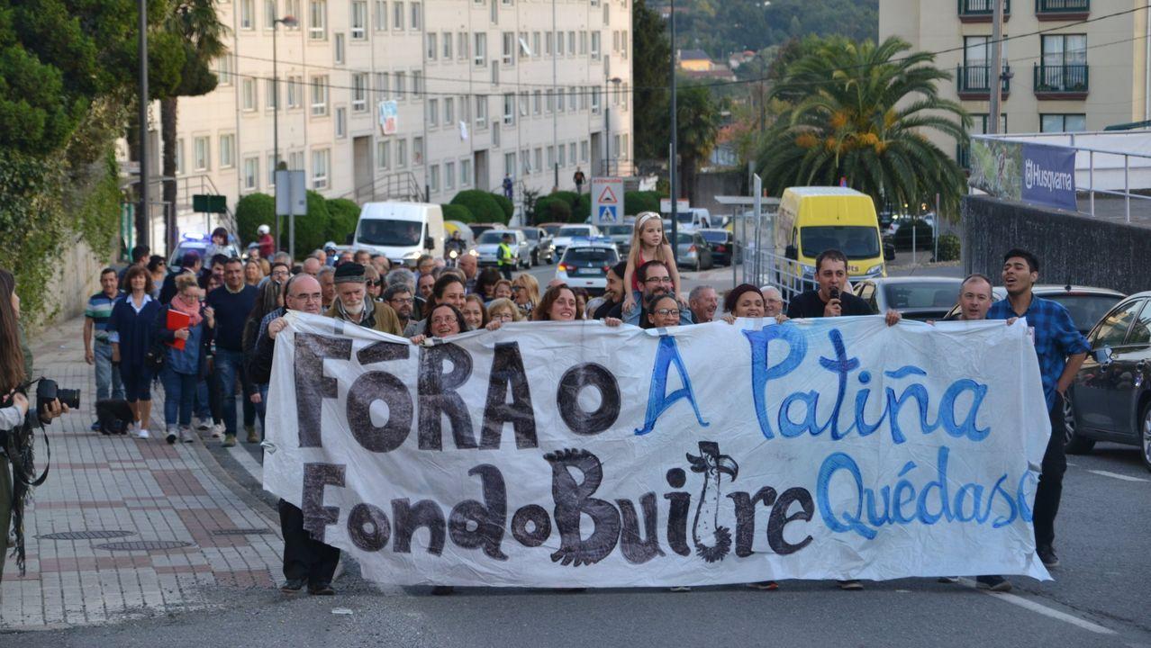Ángeles Sousa, usuaria de la ayuda a domicilio, explica la importancia del servicio para ella.manifestación vecinos de A Patiña en Cambre
