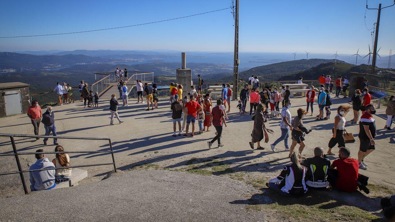 Los barbanzanos llenan el mirador del pico Muralla