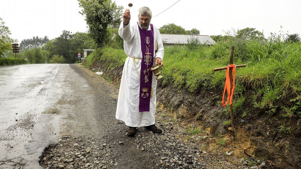 Invocando a San Cristóbal contra los baches