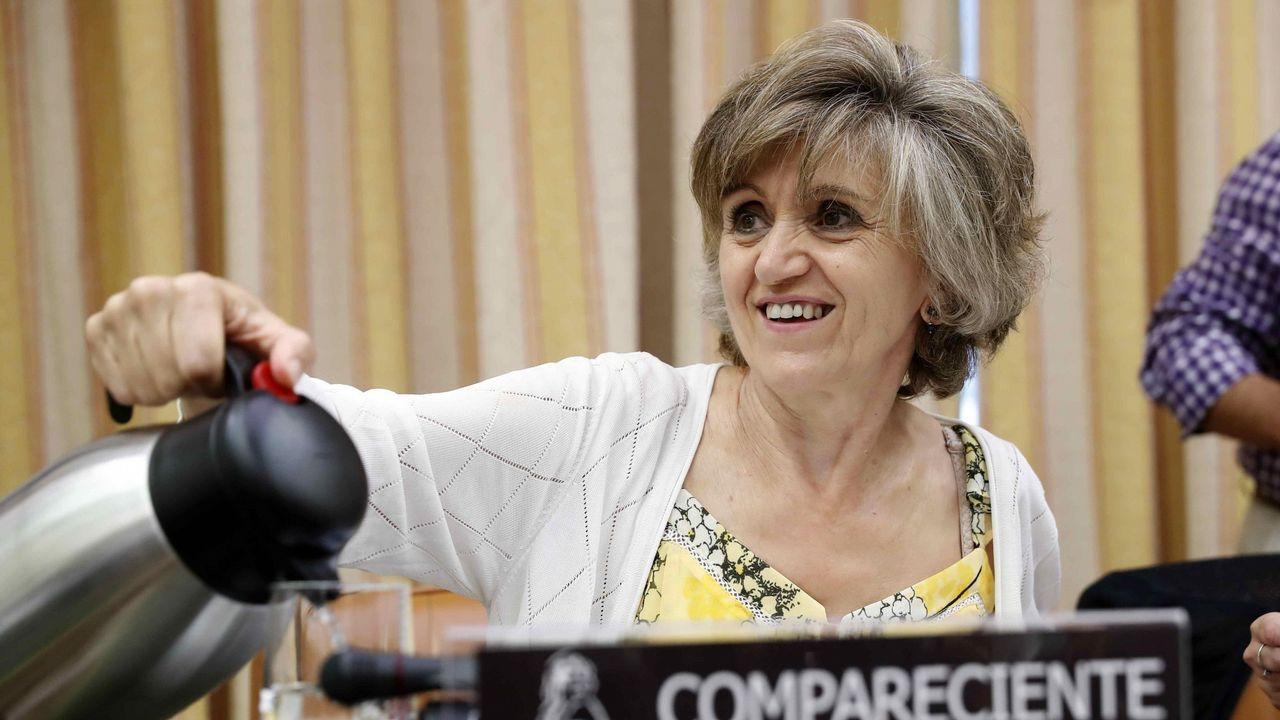 Concentración en Riosa para condenar las amenazas a los concejales de IU.María Luisa Carcedo