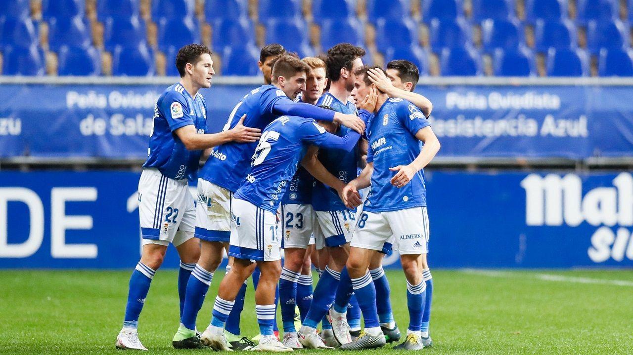 Los jugadores del Oviedo celebran uno de los goles al Lugo