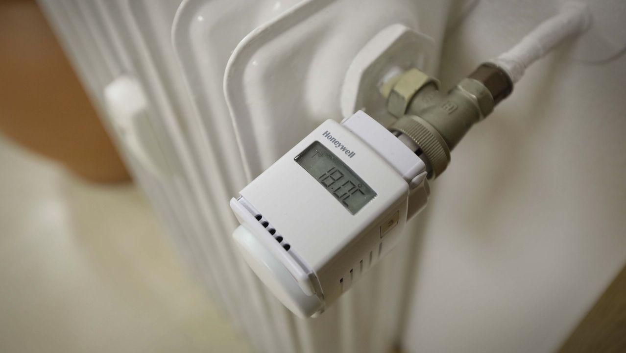 Los edificios en los que no sea viable la reforma sí tendrán que colocar en cada radiador repartidores de costes, como el de la imagen