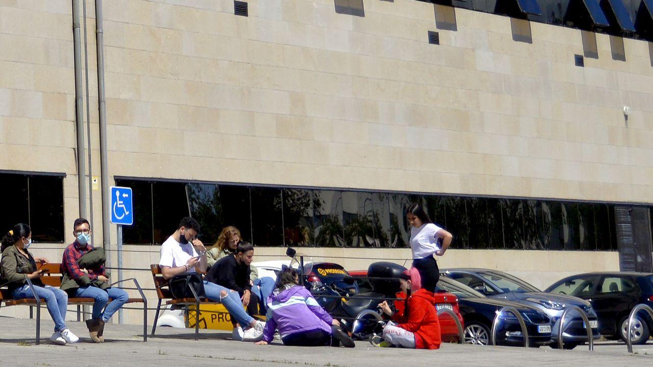 Alumnos en el campus de Pontevedra