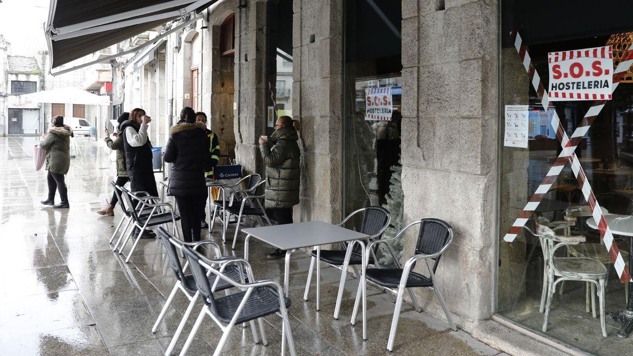 Jornada de protestas de la hostelería gallega.En Xinzo de Limia, los bares abrieron hasta las 17.00 horas