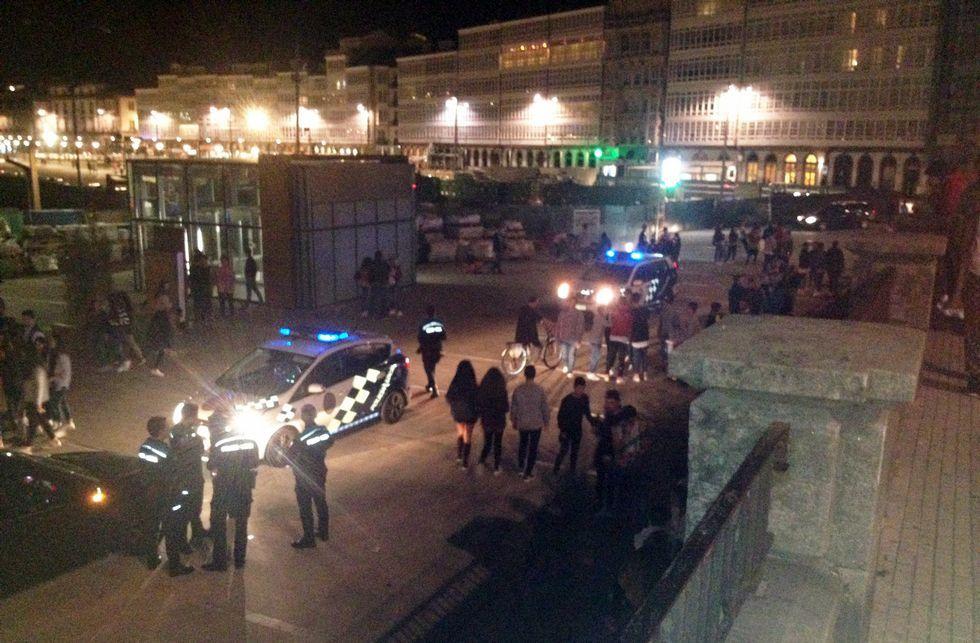 NICOLAS MAETERLINCK   AFP.Varias patrullas de la Policía Local se trasladaron a la zona para parar la pelea.