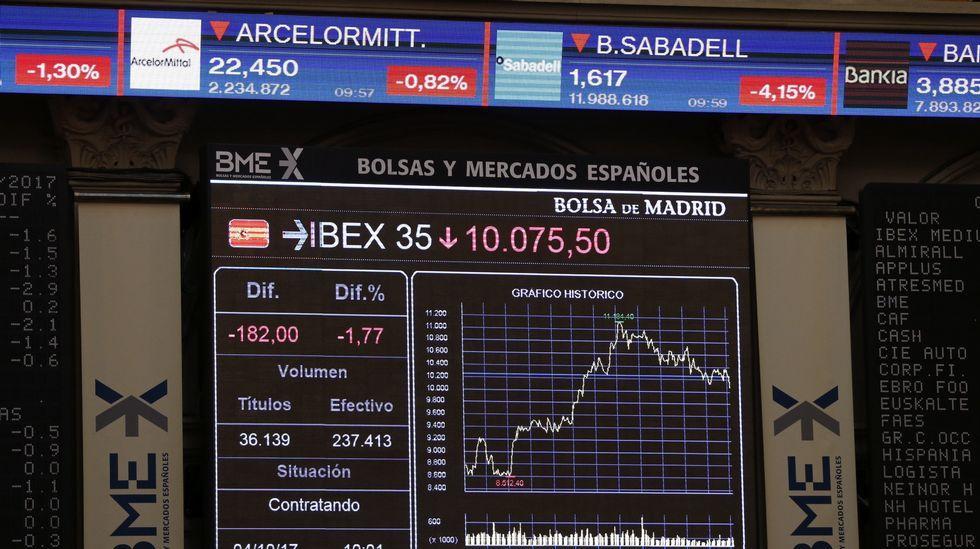 Las empresas catalanas pendientes del Parlament.El presidente de Freixenet, Josep Lluís Bonet, con los reyes