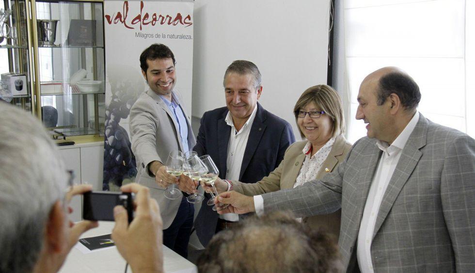 Iago Borrajo, Vicente Solarat, Rosa Quintana y Rogelio Martínez brindaron con un Valdeorras.