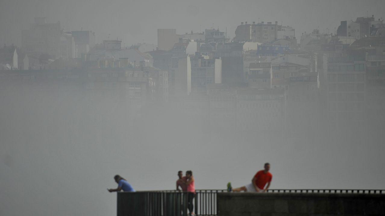 A Coruña amaneció cubierta de niebla el primer lunes de agosto