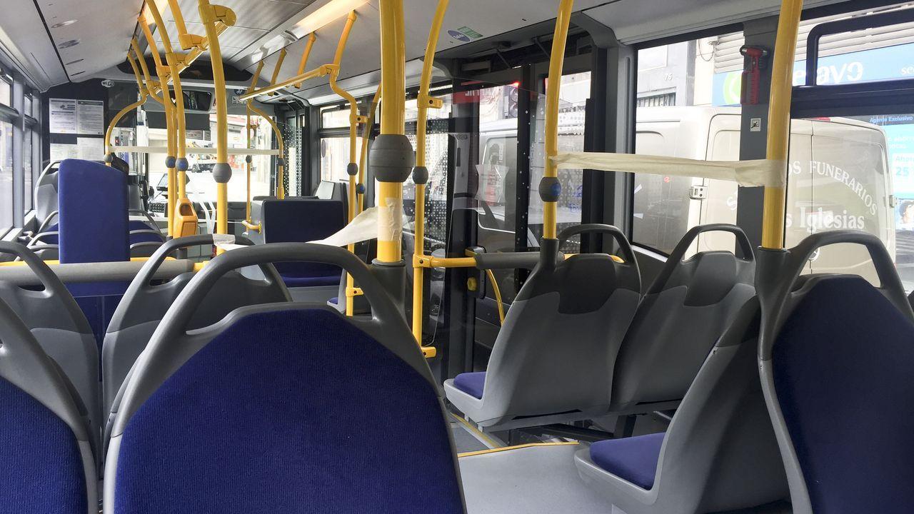 Línea 14A de bus urbano de Lugo que une el hospital con el centro totalmente vacía de pasajeros