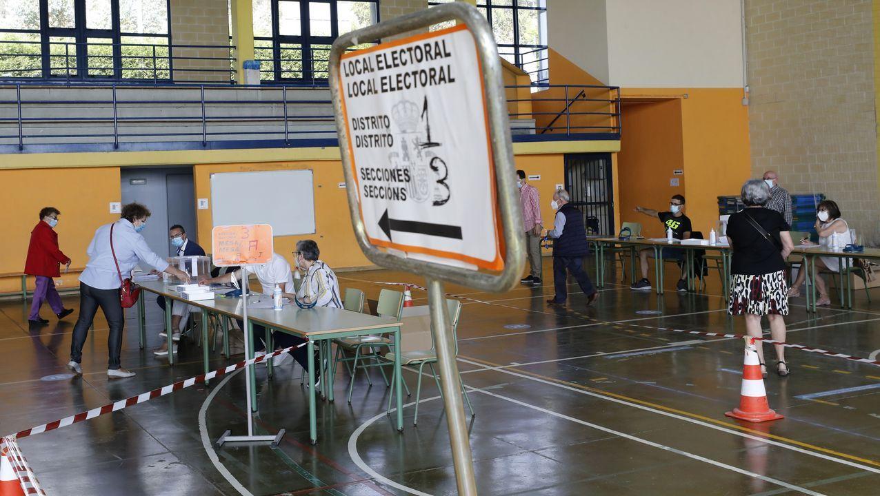 Por el coronavirus, las diez mesas electorales de Burela se reubicaron en dos polideportivos