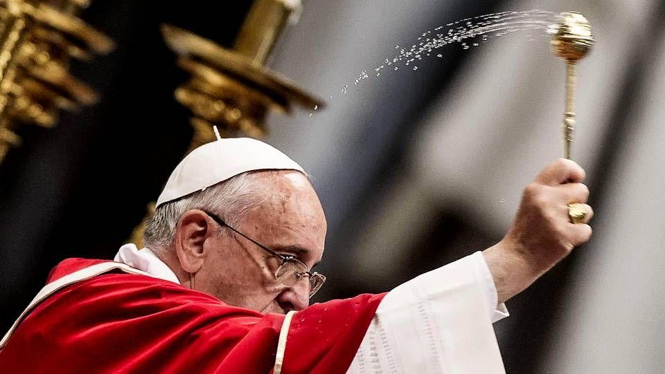 Carteles de bienvenida al papa