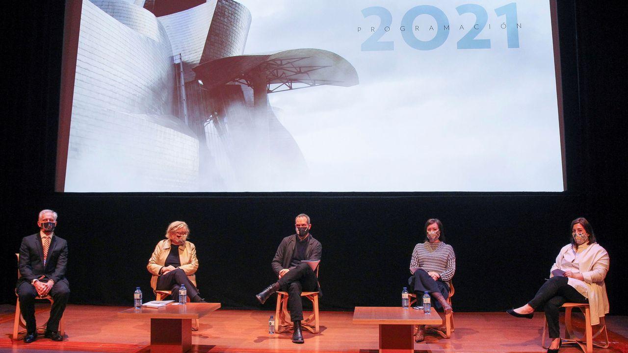 El director del museo (izquierda) y el equipo de comisarios presentaron la programación del 2021