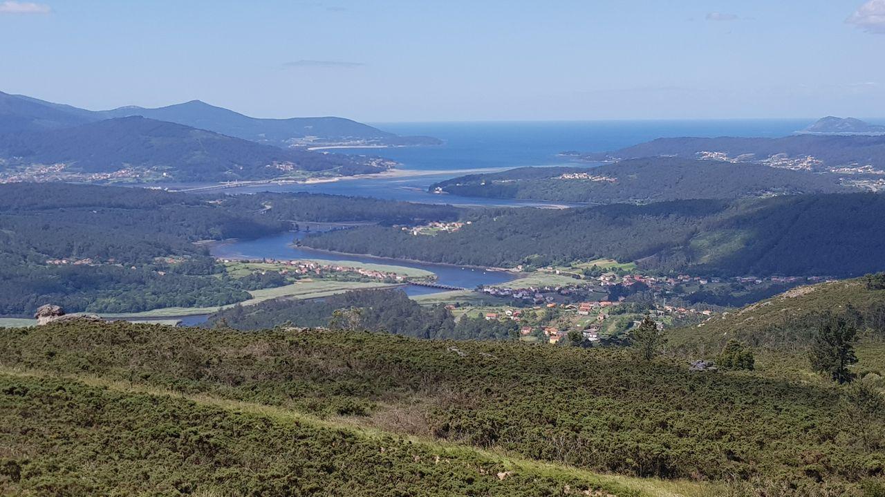 Playasen la provincia deA Coruña.O escritor, nunha fotografía quitada en Muros no 2002