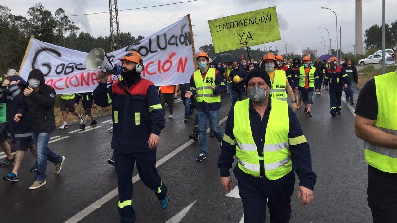Varias horas demultitudinaria marcha de los trabajadores de Alcoa San Cibrao.76 de cada 100 parados de A Mariña buscan empleo en el sector servicios, que por la pandemia cerró comercios y locales hosteleros como el Aquitania, en Covas (Viveiro), reabierto parcialmente