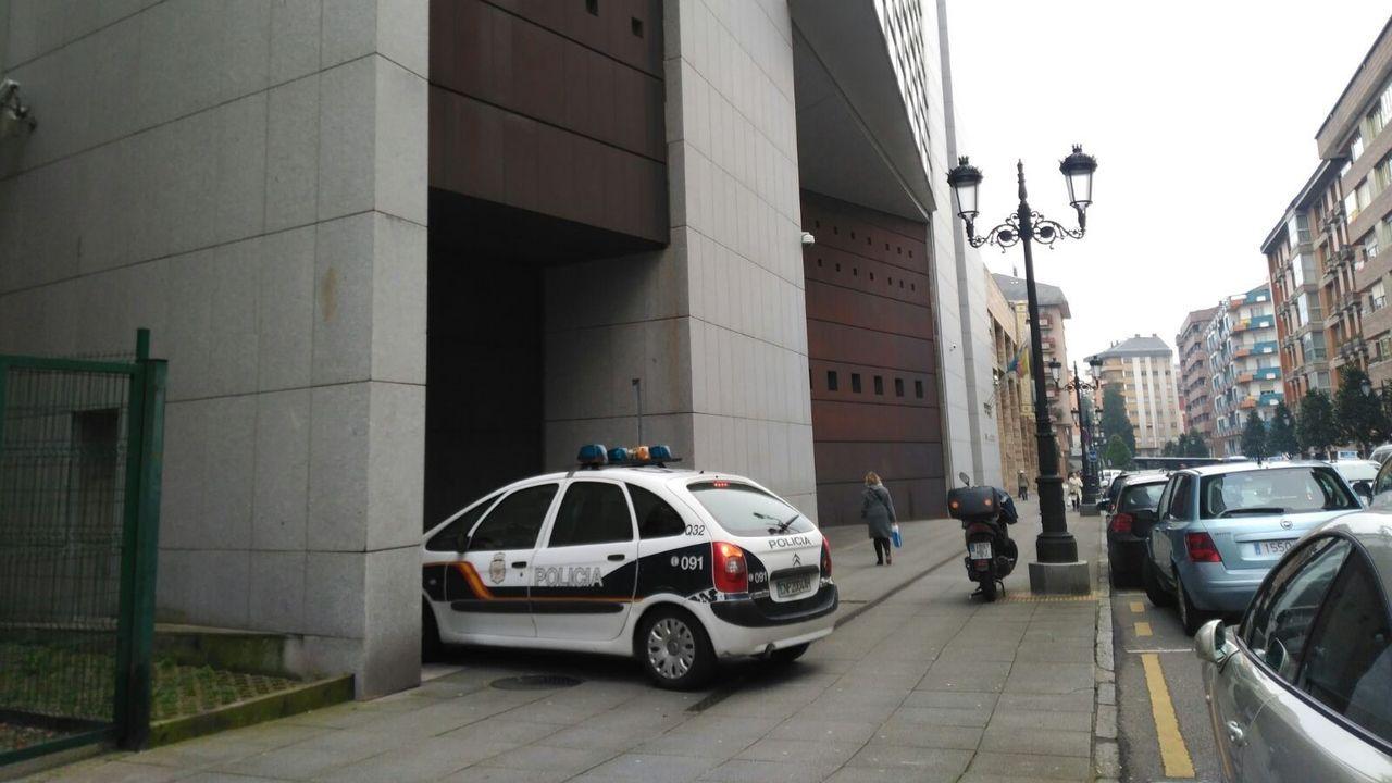 Puigdemont llega a los juzgados que estudiarán hoy la reactivación de la euroorden. Juzgado de Oviedo, Audiencia Provincial de Oviedo