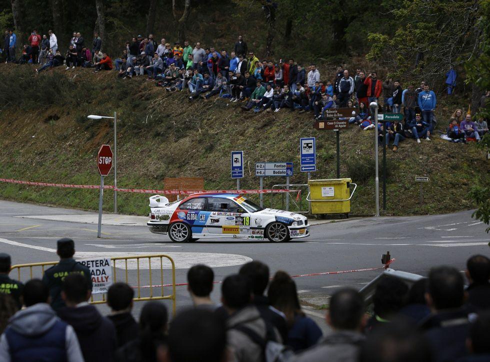Afluencia de espectadores a los ralis gallegos.Troitiño destacó el comportamiento de los aficionados, que respetaron las zonas de seguridad.