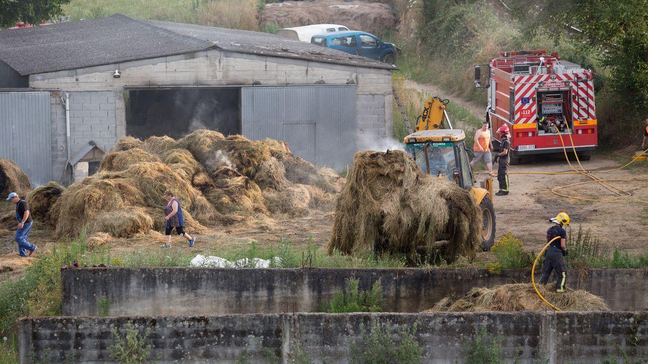 El incendio arrasó unas 1.100 hectáreas en la zona de Dodro-Rianxo y se veía perfectamente desde el otro lado de la ría