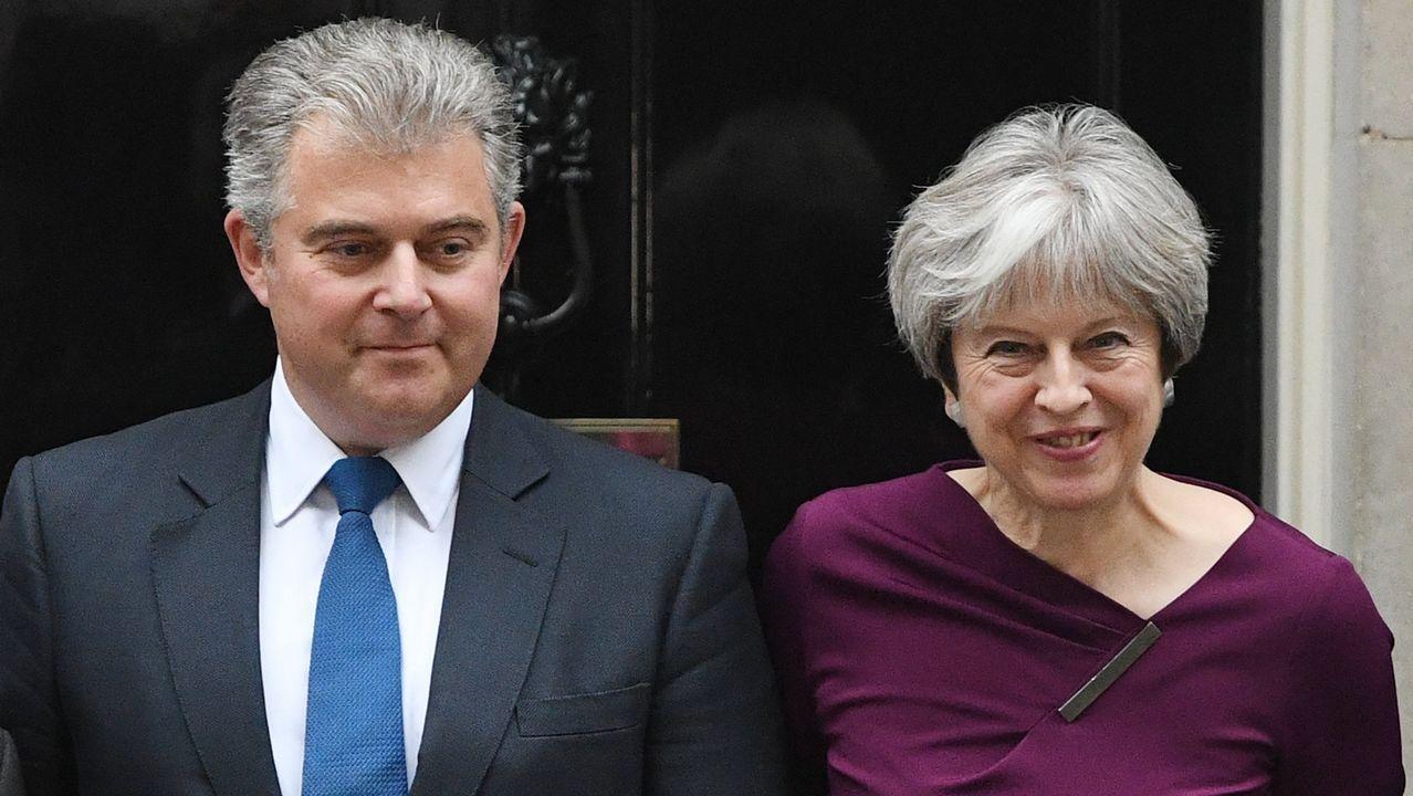 Theresa May, junto al recien elegido presidente del Partido Conservador, Brandon Lewis