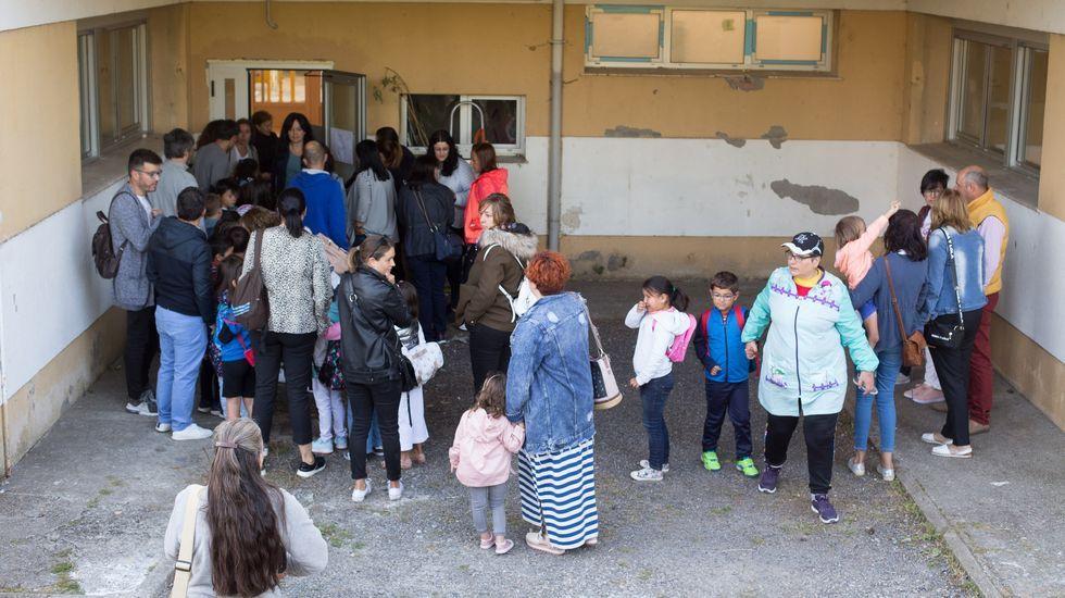 Protestas por obras y falta de profesores en el primer día de clase.Inauguración del curso en el IES de Infiesto