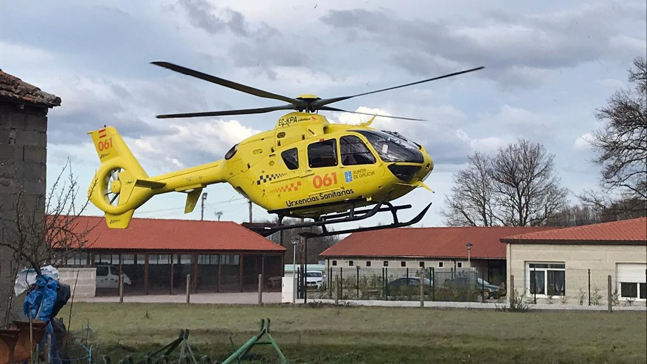 El accidente del tractor obligó a movilizar el martes al helicóptero de Urxencias Sanitarias hasta Porqueira