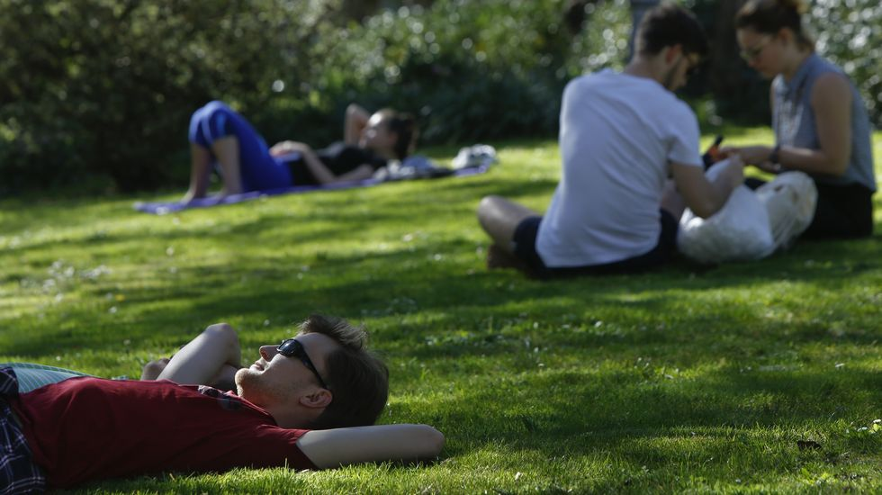 Los jardines de la capital gallega están hoy llenos de gente