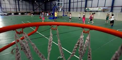 El pabellón diáfano de Fexdega puede albergar ocho pistas deportivas simultáneamente y a 8.000 personas de pie o 5.800 sentadas.