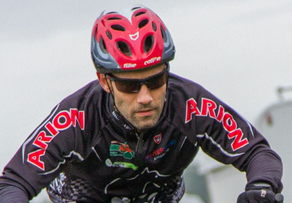 Roberto Salvado compite en la modalidad bikejoring