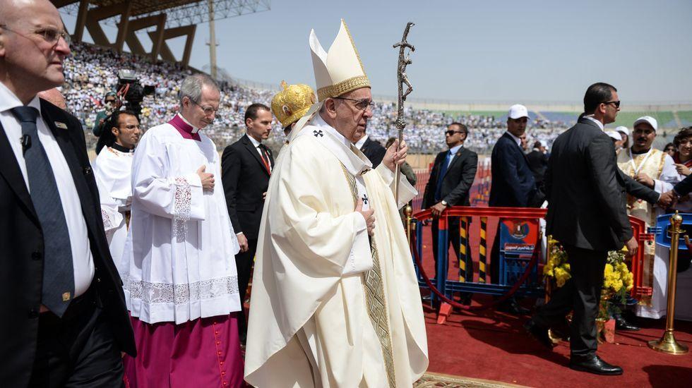 Vecinos de Friol y Guitiriz protestarán ante el papa por el cambio de cura