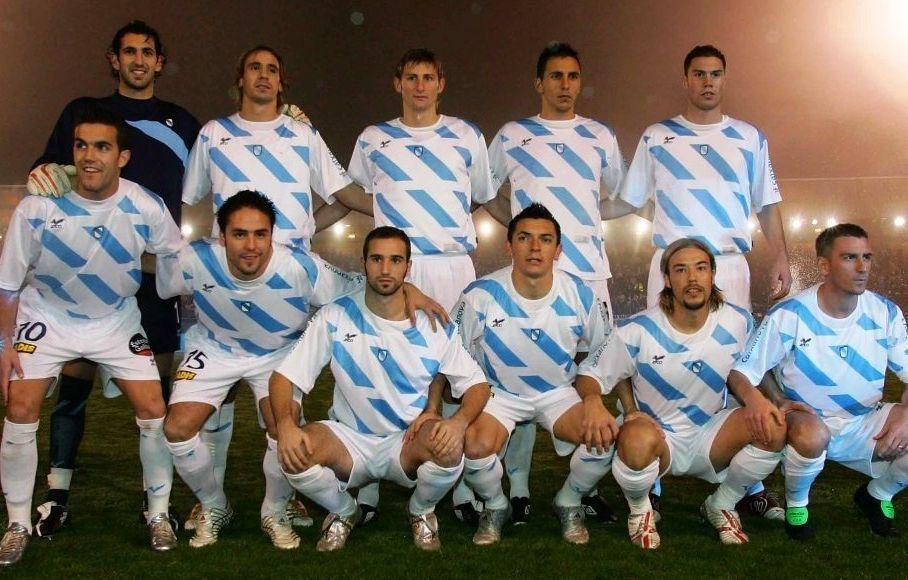 La selección gallega se entrena en Riazor.Partido disputado o 28 de decembro do 2015 en San Lázaro. O camariñán Cabrejo é o terceiro pola dereita dos que están anicados. Na outra imaxe, Cabrejo, na súa etapa como xogador do Éibar.
