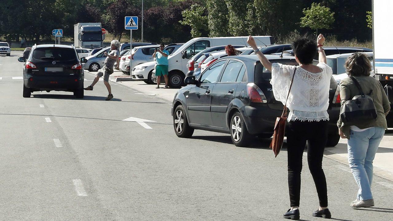 Mira aquí las imágenes de la concentración feminista en Ribeira.Alfonso Jesús Cabezuelo, uno de los miembros de la Manada, a su llegada el juzgado de guardia de Sevilla