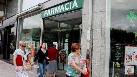 Una farmacia de la zona centro de Lugo, en la hora de máximo tránsito.