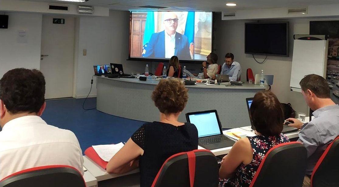 Diputados pro Brexit y anti Brexit se manifiestan en la inauguración del recién elegido Parlamento Europeo.Puigdemont y Comín intentaron, sin éxito, acreditarse ante el Parlamento Europeo para esquivar los cargos pendientes en España