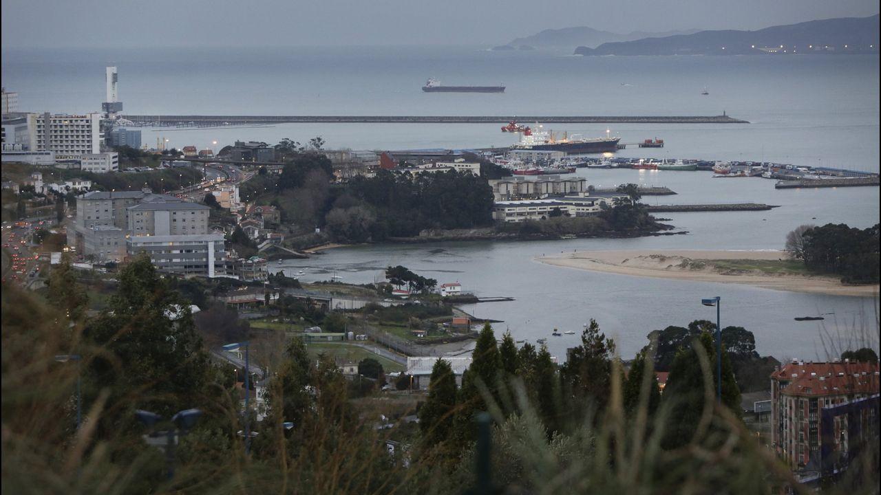Las piragüas toman el Umia.El adelantamiento temerario ocurrió en la avenida de A Coruña, en Betanzos