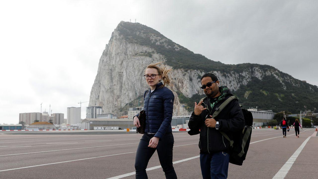 Gibraltar ensaya la nueva normalidad.Una pantalla gigante en Picadilly Circus, en Londres, mostraba ayer una imagen en recuerdo del príncipe de Edimburgo