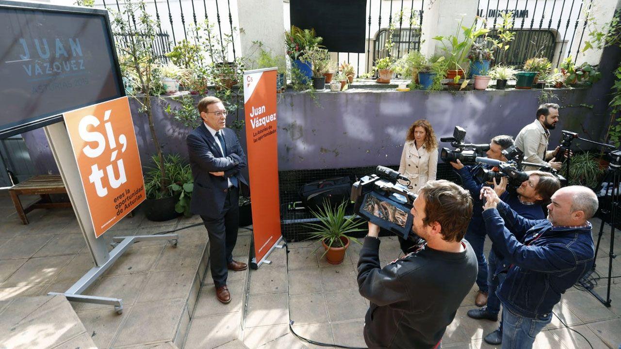 Estudiantes de Humanidades de la Universidad de Oviedo.Juan Vázquez presenta su campaña para las elecciones autonómicas