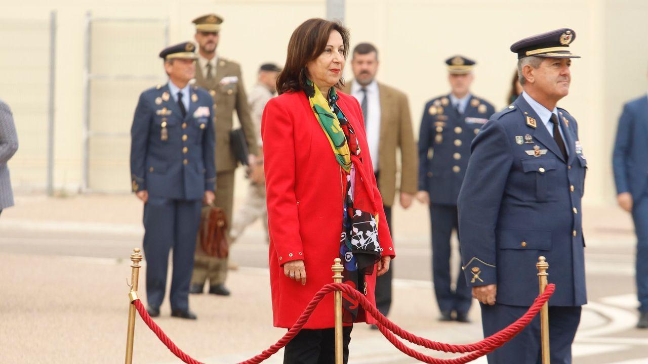 supremo.Pedro Sánchez firma ante la ministra de Defensa, Margarita Robles, la directiva de defensa nacional, que regula las posibles implicaciones para la seguridad de acontecimientos como la crisis del coronavirus