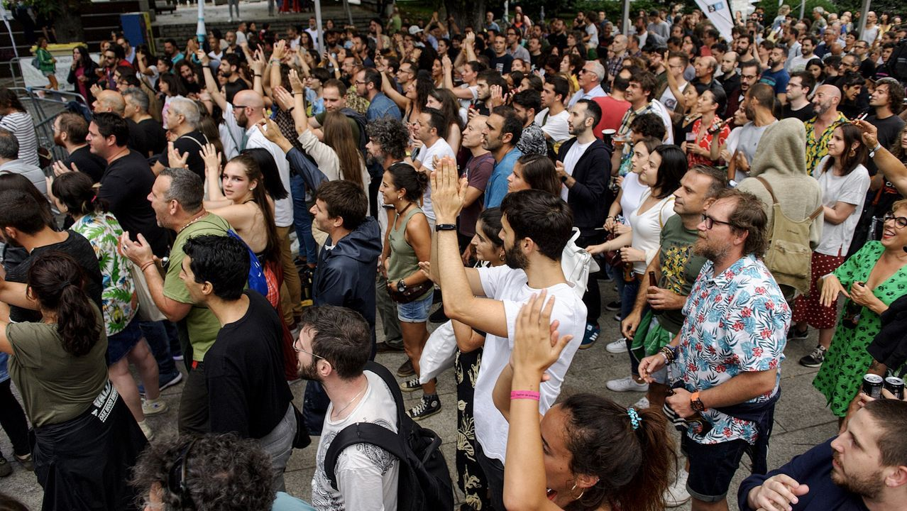 Público en el concierto de Los Vinagres en el Campo da Leña