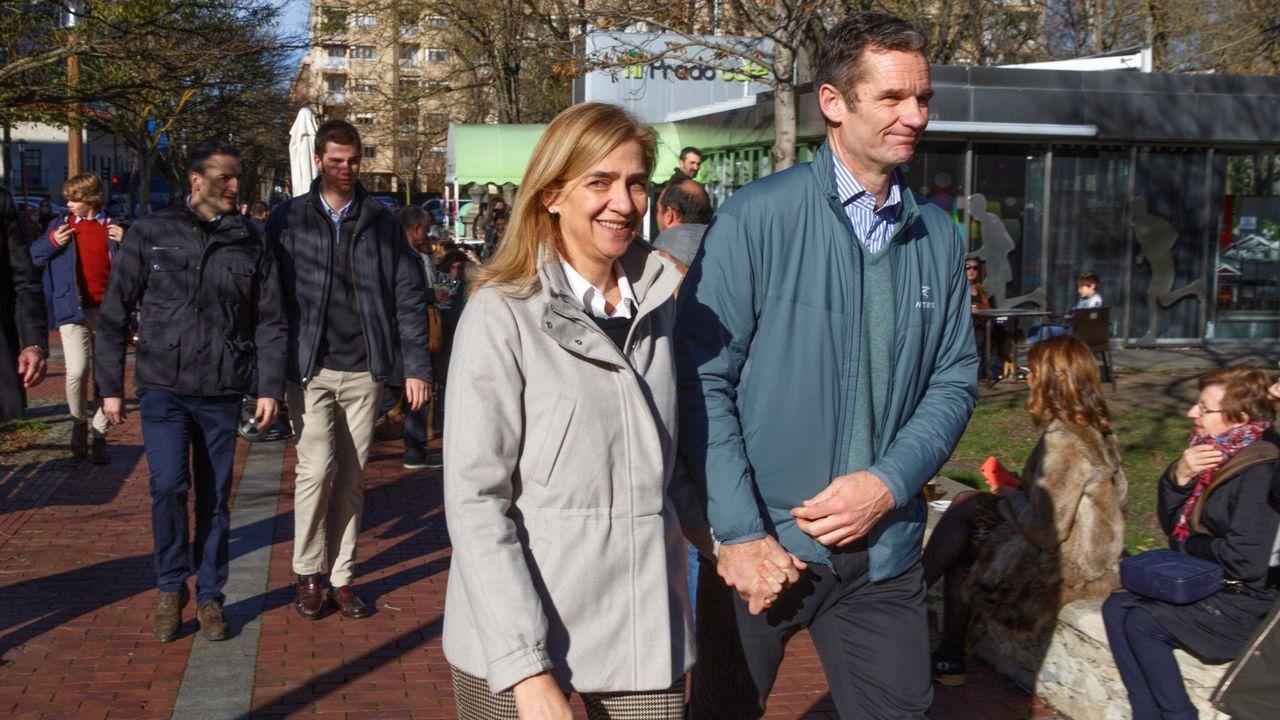 Urdangarin y la infanta Cristina paseando por las calles de Vitoria