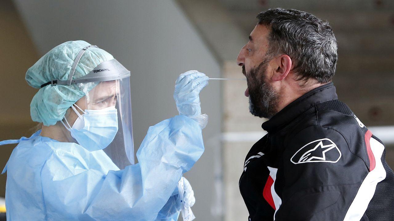 El epidemiólogo Juan Gestal responde: ¿Cuándo podremos volver a la normalidad?.Pruebas de PCR en Santiago