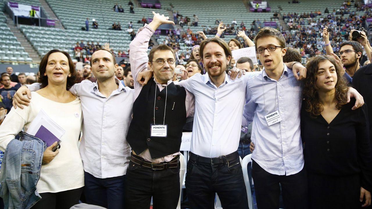 En la foto de la asamblea fundacional de Vistalegre, en octubre del 2014, Carolina Bescansa, Luis Alegre, Juan Carlos Monedero, Pablo Iglesias, Íñigo Errejón y Tania González