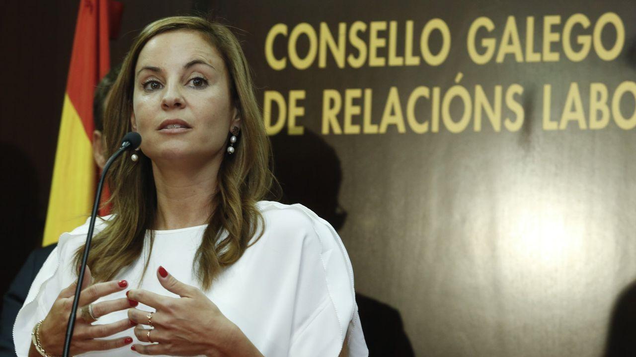 Los ministros del nuevo Gobierno de coalición prometen sus cargos ante la Constitución.Verónica Martínez es inspectora en excedencia
