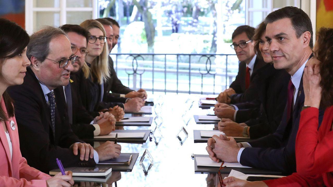Comparecencia de Pedro Sánchez en el Congreso.El rey Felipe VI junto a su padre,  durante la reunión del patronato de la Fundación Cotec del 2019