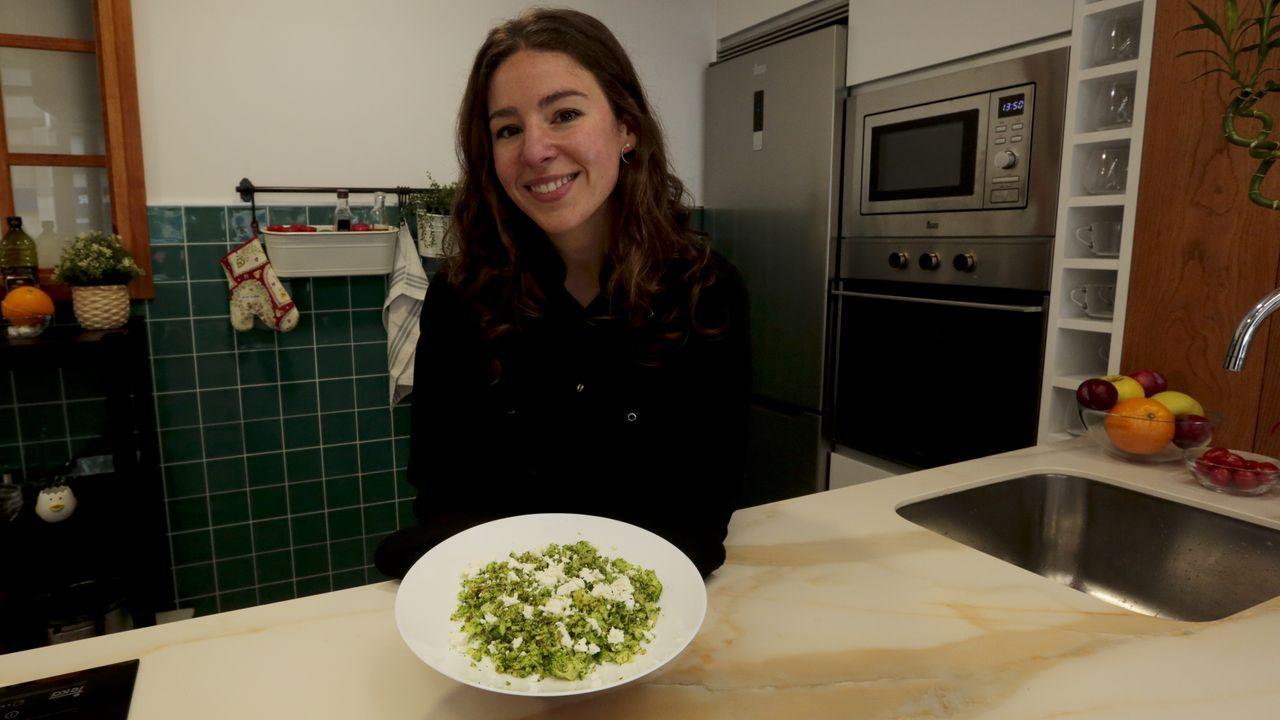 En la cocina de Carolina Mosquera.Este bikini retro de flores de Cante Lisboa es la estrella de la temporada