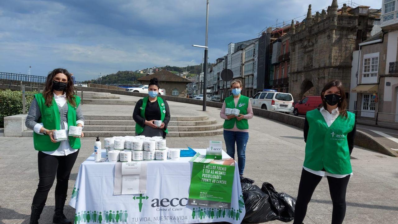 heroi.Rollos de papel higiénico de regalo. Profesionales y voluntarios de la AECC resaltaron la importancia del «cribado de heces» para prevenir el cáncer de colorrectal