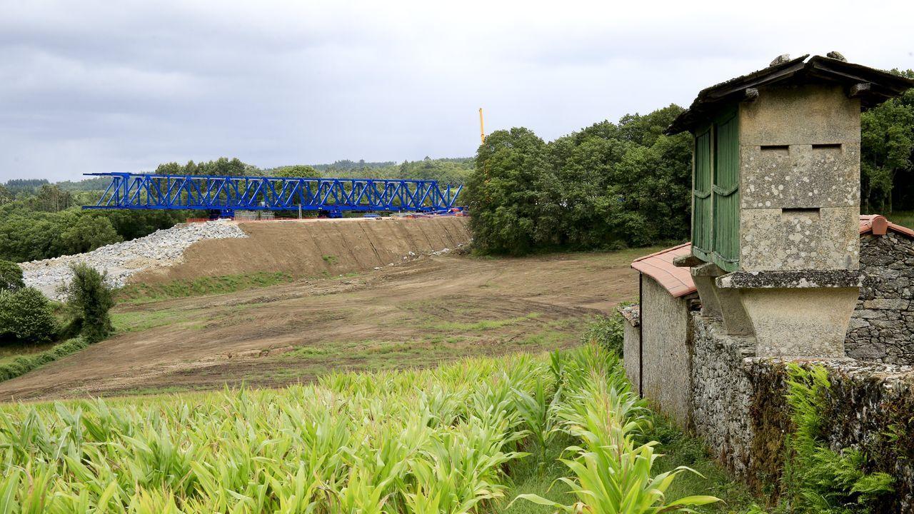 Valle del río Pambre donde se levantará el viaducto más largo de la provincia de Lugo de la A-54. Ya se colocaron estribos y la lanzadera de vigas