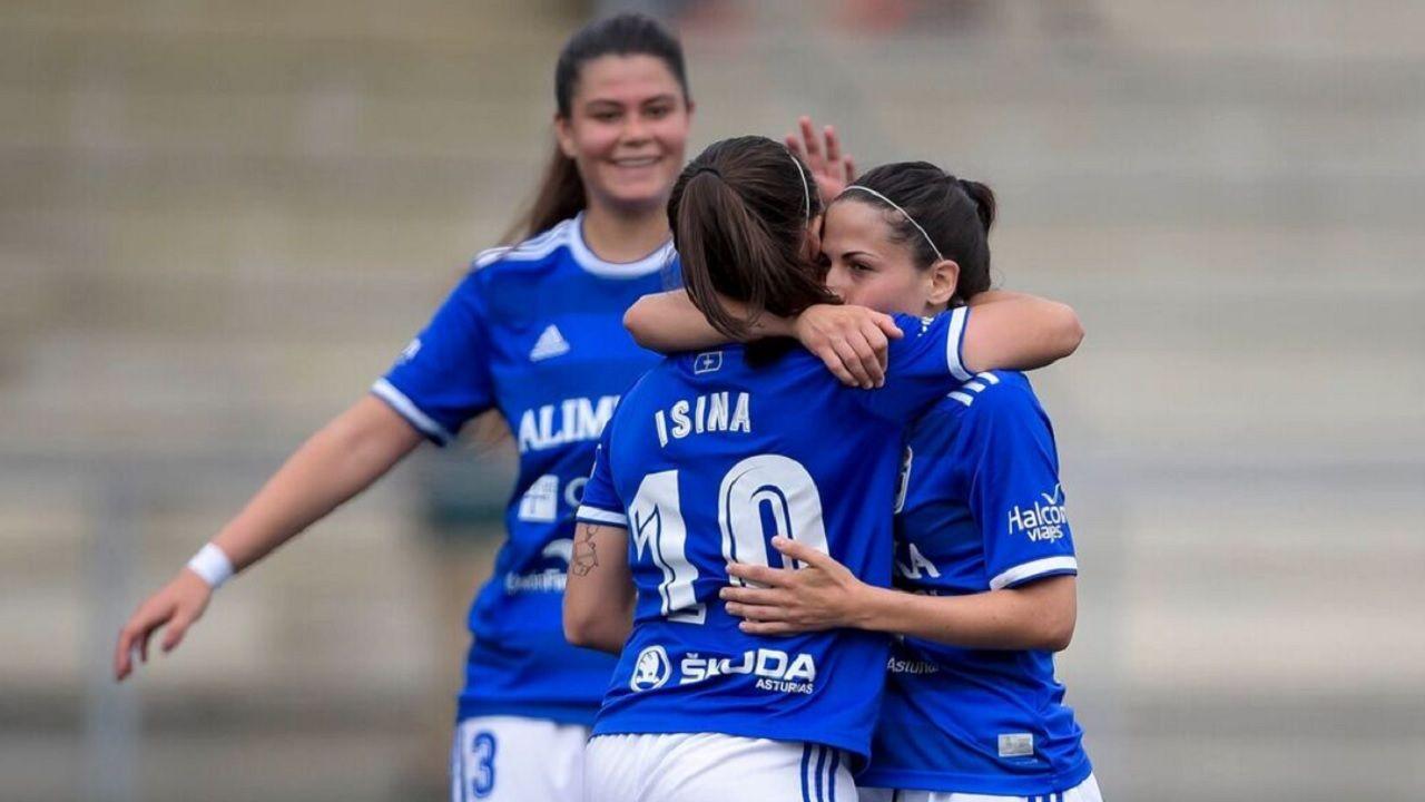 Real Oviedo Femenino gol Isina Victoria.Las futbolista azules celebran uno de los goles conseguidos ante el Victoria CF