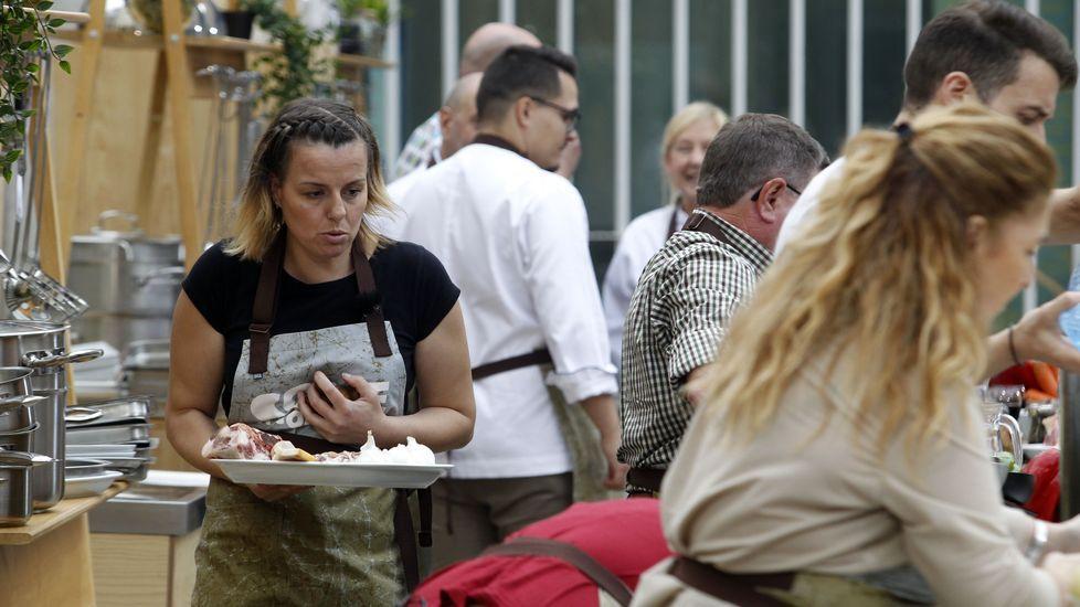 O equipo visitante, o dos concursantes, está formado por cinco afeccionados á cociña procedentes de diferentes puntos de Galicia