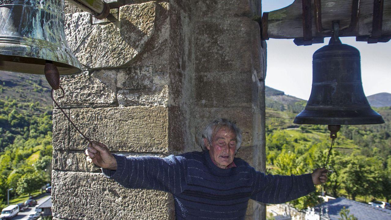 Una visita en imágenes al Pozo Morto, un depósito de agua de la época romana.Manuel Álvarez tocando as campás da igrexa de Vilamor nunha imaxe tomada no 2013