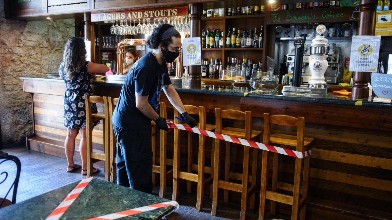 Sí a las mascarillas.En A Coruña y concellos del área se redujo el aforo y no se pueden utilizar las barras