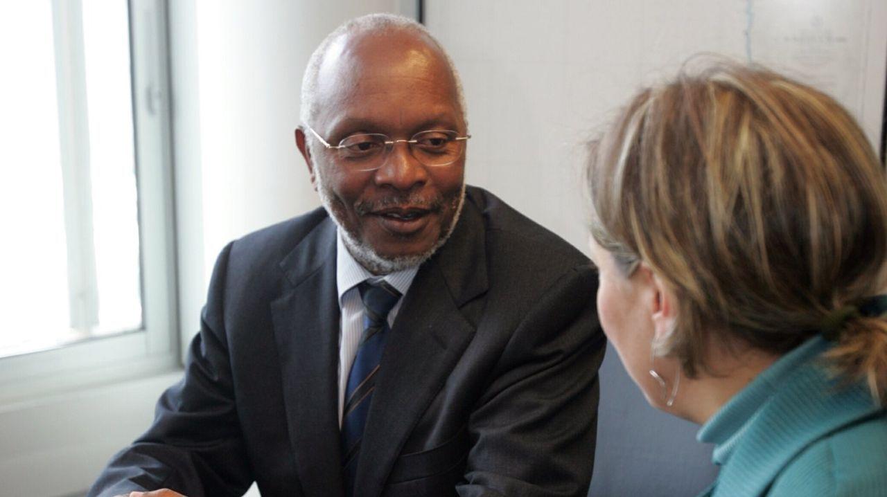 Muthemba, en una visita a Galicia cuando era ministro de Pesca de Mozambique, durante un encuentro con la entonces conselleira de Pesca, Carmen Gallego